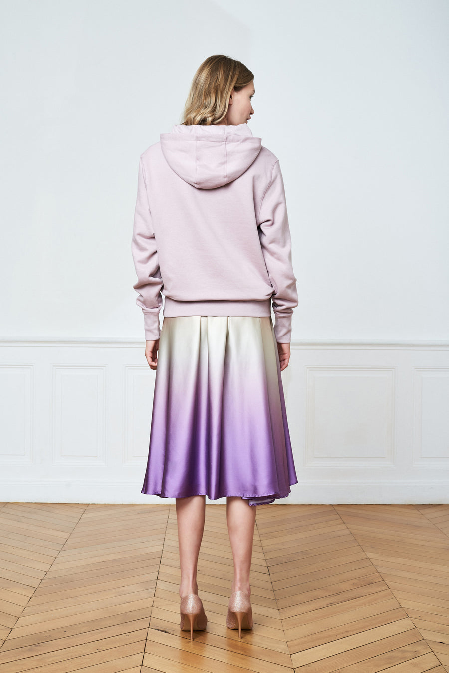 Brushed Graphic Sweatshirt & Gradient Over Knee Skirt