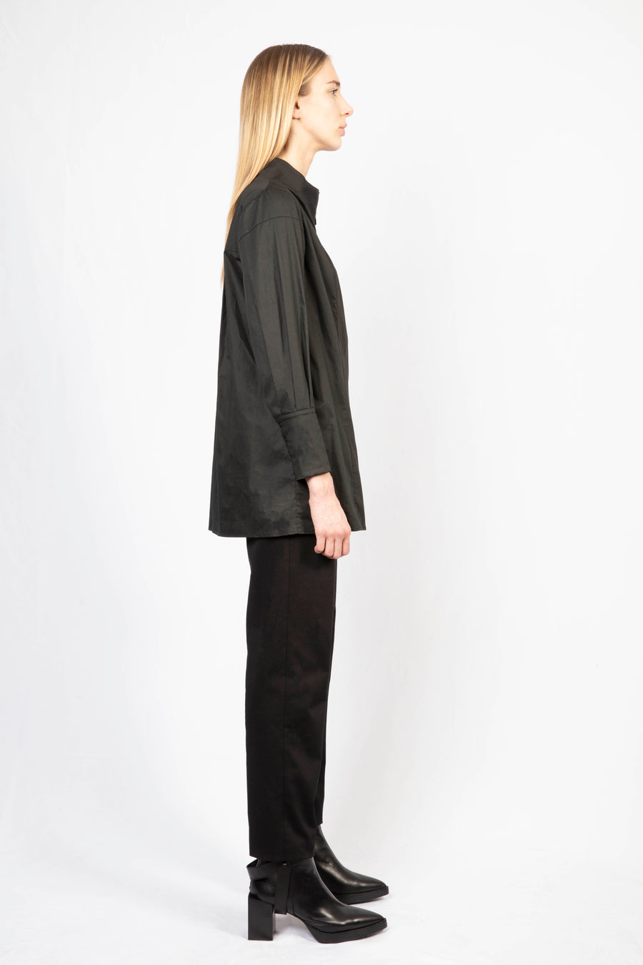 Long zipped shirt/High-waisted tailored pants