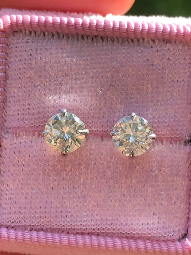 1.78ctw Diamond Stud Earrings