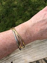 Load image into Gallery viewer, 18k Tri-Gold Trinity Bracelet