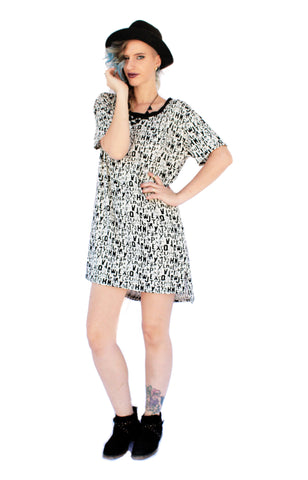 The Perfect T shirt dress | mini dress - In letter print monochrom