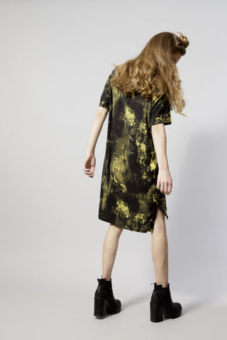 The Perfect T shirt dress | mini dress - In yellow black paint scratch