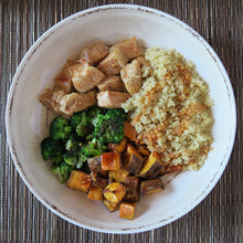 Load image into Gallery viewer, Chicken Breast Broccoli Sweet Potatoes Quinoa Honey Homemade Garlic Sauce Meal Prep
