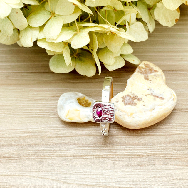 Fern Pattern & Ruby Fixed Size Ring