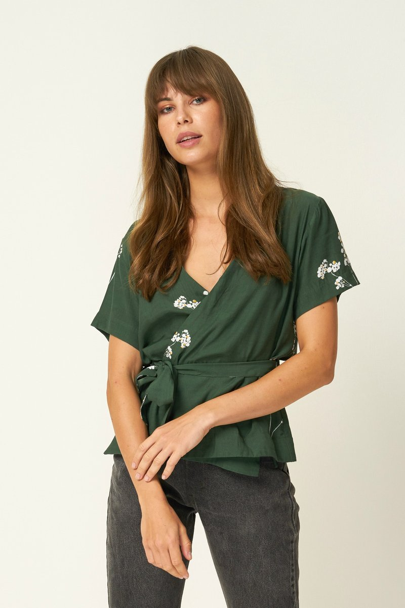 Frontier Wrap Top // Blossom Mustang Green