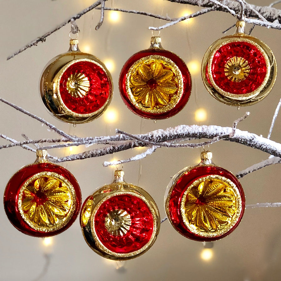 Red & Gold Vintage Decorations Set