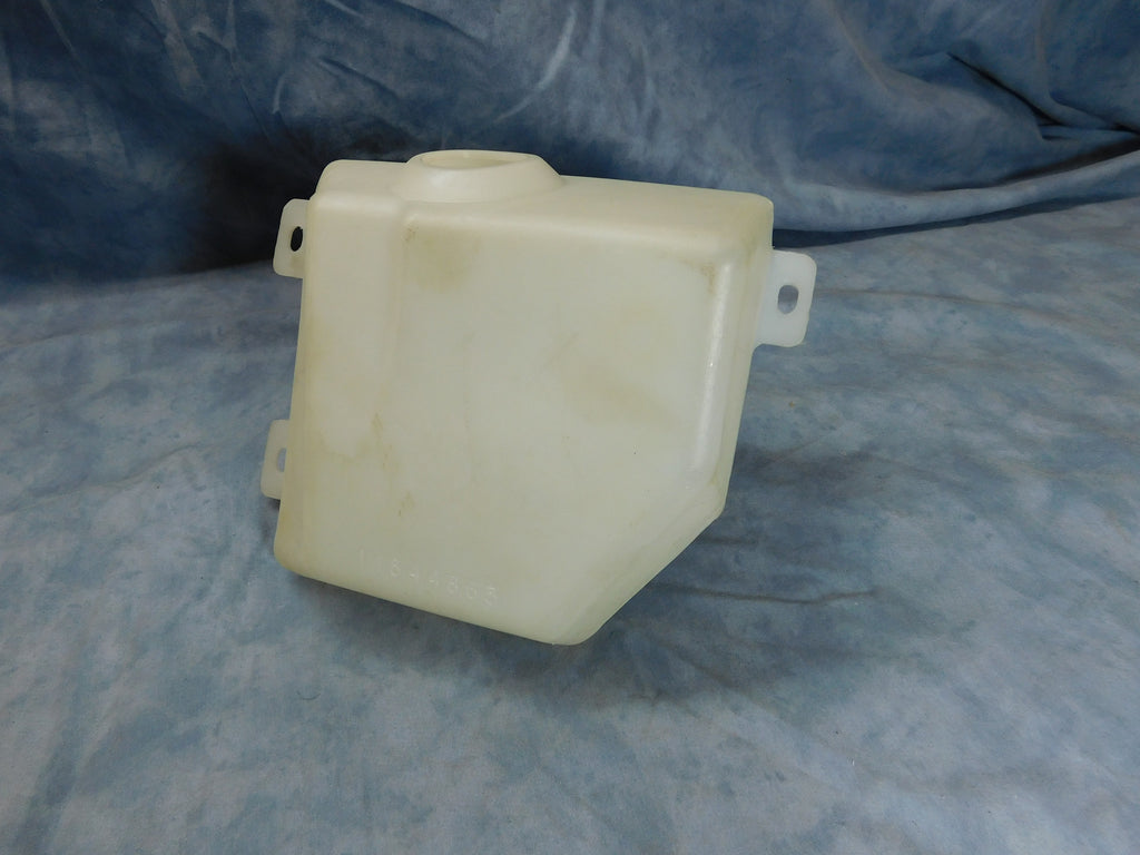 WINDSHIELD WASHER RESERVOIR FOR ALL 2.5 TON TRUCKS. THIS WAS PART OF AN UPGRADE KIT THAT SOME TRUCKS RECEIVED. THIS IS A VERY HARD TO FIND ITEM THAT IS OFTEN CRACKED AND LEAKING.  I HAVE A VERY VERY LIMITED STOCK OF THESE UP FOR GRABS.  PART # 11644865 NSN 2540-01-177-1019,  2540011771019, 11644865-1