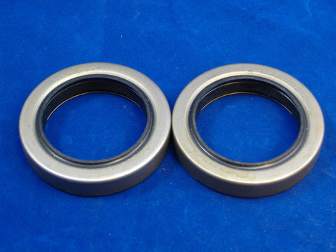 TWO PINION SEALS FOR M35A2 - M35A3 7521241