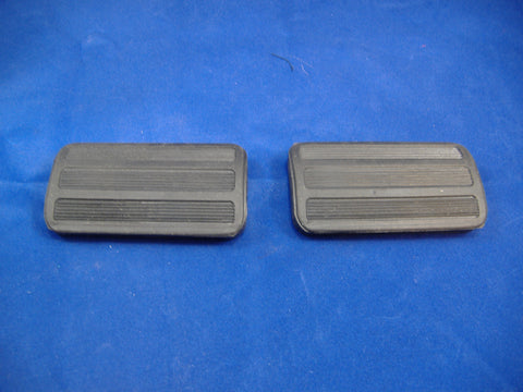 PAIR OF CLUTCH AND BRAKE PEDAL PADS M35A2, M54A2, M809 - 7520971