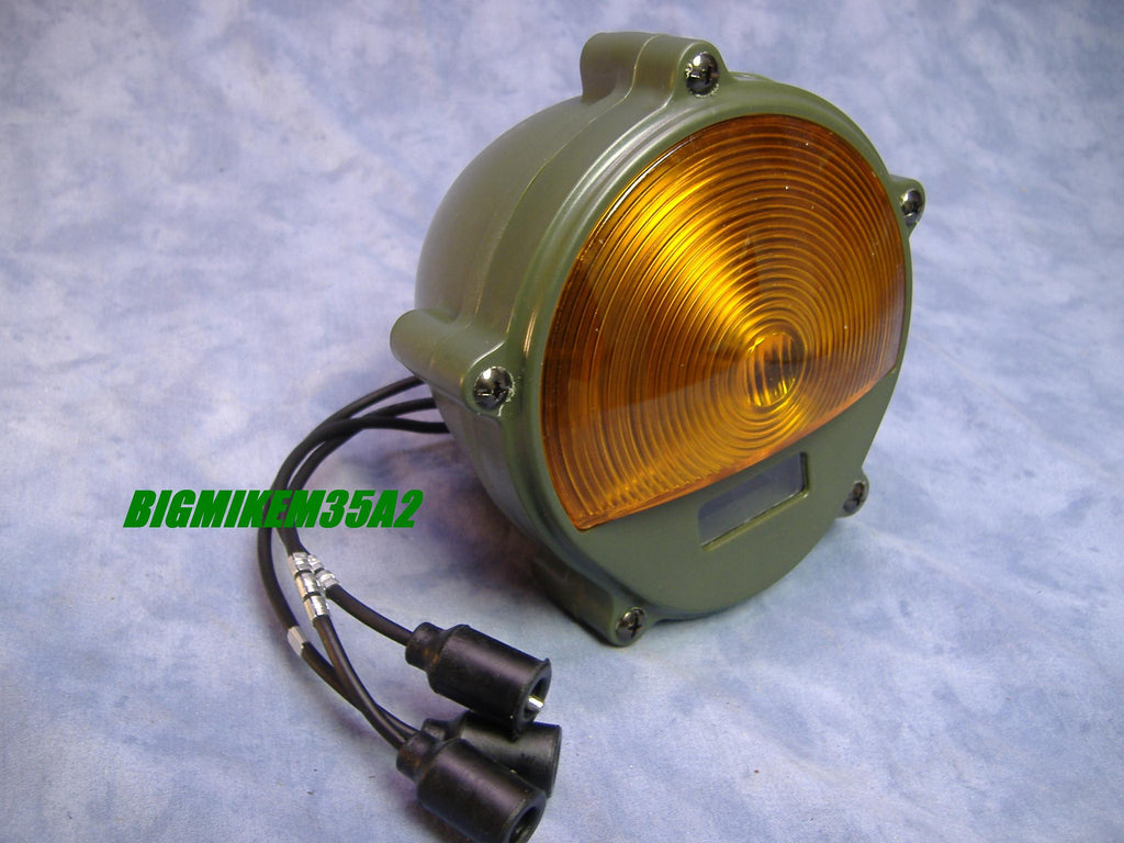 24 VOLT MILITARY PARKING LIGHT COMPOSITE PARKING LIGHT M35A2, M35A3, M109A3 M54, M813, M816, M818 M923 M925 M931 M939 M998,M151 M52 M62 M543 M246 M51 M39 # 11614156 NSN 6220008801624 OTHER NUMBERS INCLUDE MS52126-2, 105651, E019521, AND 3453999.