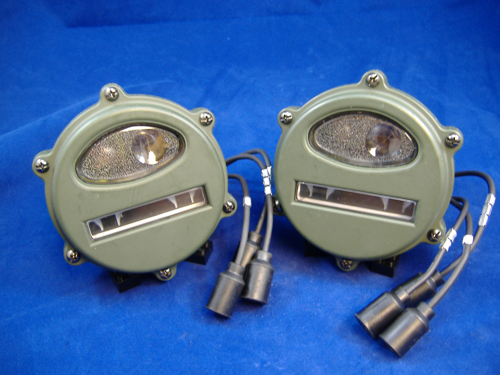 PAIR OF EARLY STYLE MILITARY VEHICLE FRONT PARKING/TURN SIGNAL LIGHTS M35A1 M37 M38 7762614 # 7762614, MS53047-1, 8376368 M35A2 PARTS MILITARY TRUCK PARTS