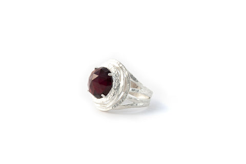 Nest Ring Garnet Facet (Red)