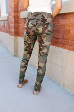 Load image into Gallery viewer, Hide N Seek Camouflage Leggings