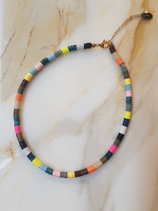 Collier NILU multicolore