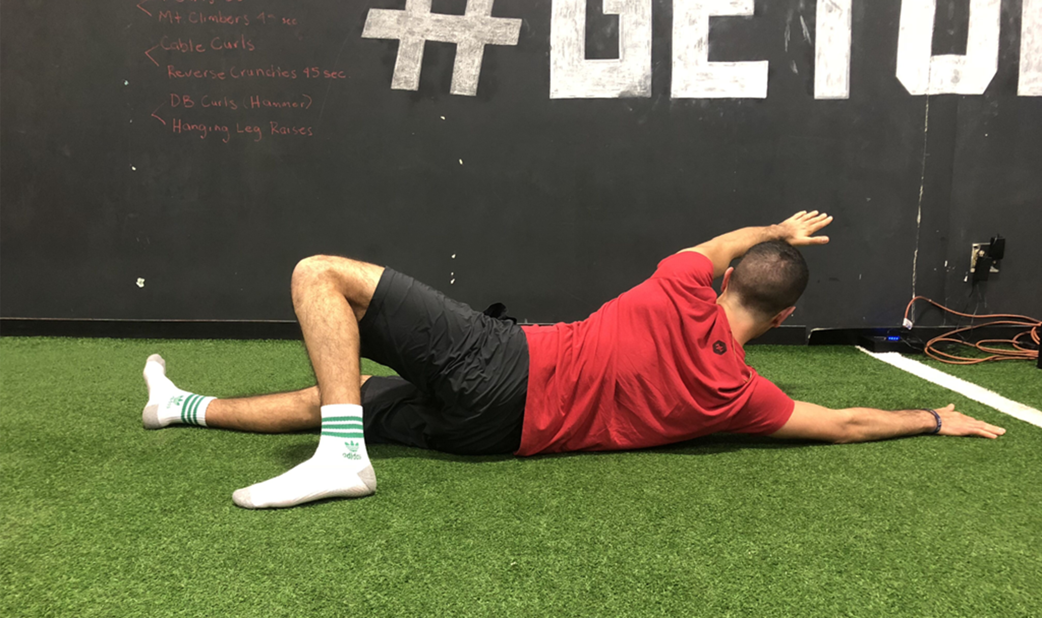 End motion: lead rotation back to belly with the same arm as your bent knee