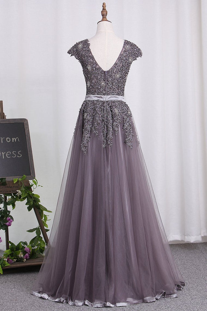 Scoop Tulle Prom Dresses With Applique And