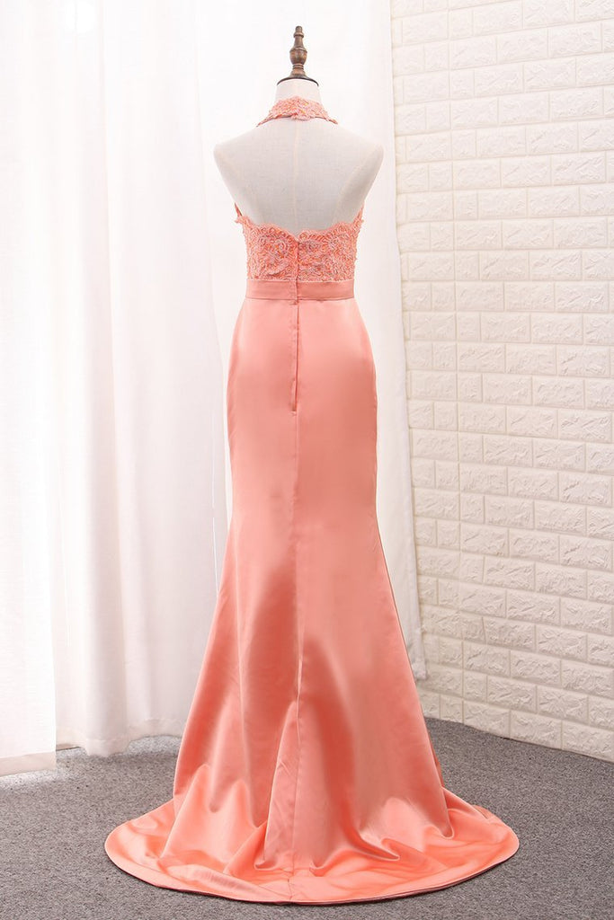 2019 Satin Mermaid Halter Bridesmaid Dresses With Applique