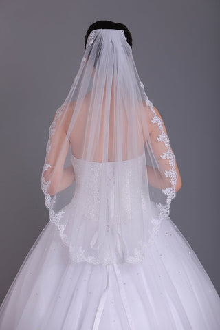 One-Tier Finger-Tip Length Bridal Veils With Applique SME0012