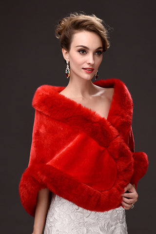 Charming Faux Fur Wedding Wrap