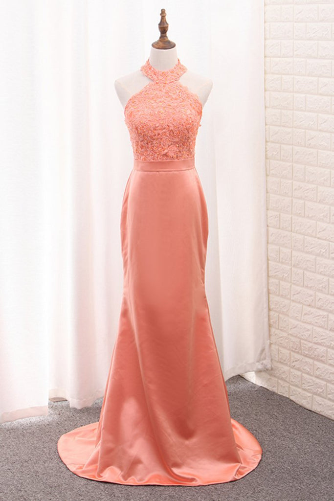 2019 Halter Mermaid Bridesmaid Dresses Satin With Applique Sweep