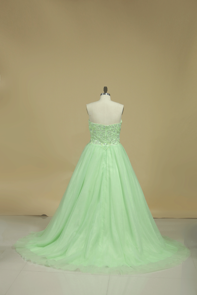 2021 New Arrival Sweetheart Prom Dresses A Line Tulle Sweep Train With Beading