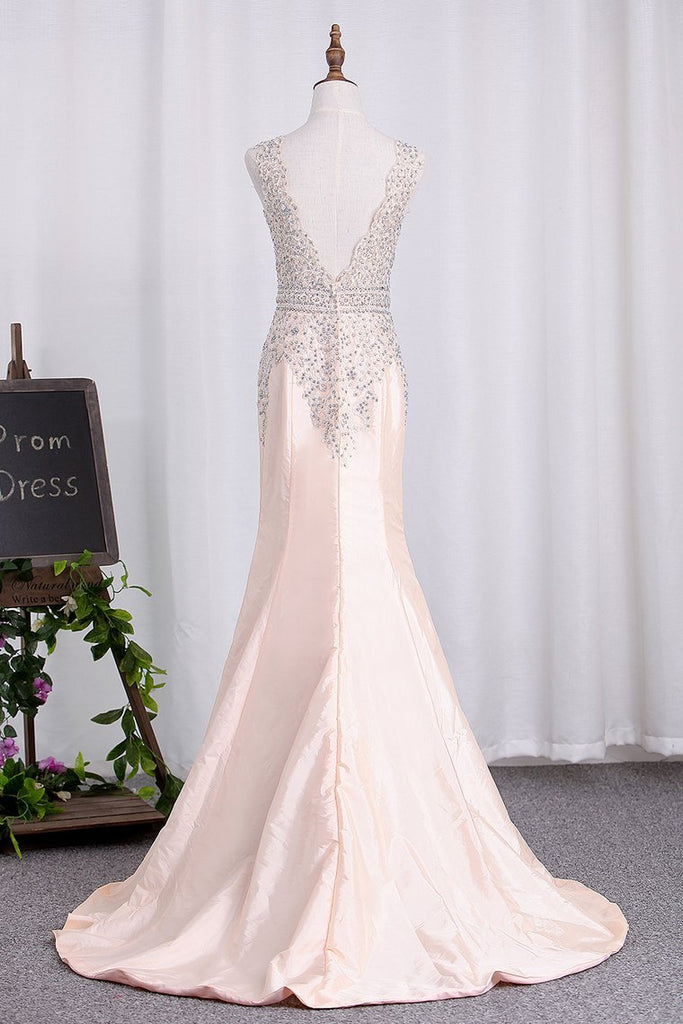 2021 Open Back V Neck Mermaid Prom Dresses Taffeta With