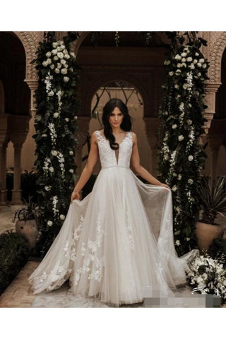 Sleeveless V-Neck & Rose Embroidery Full A-Line Wedding