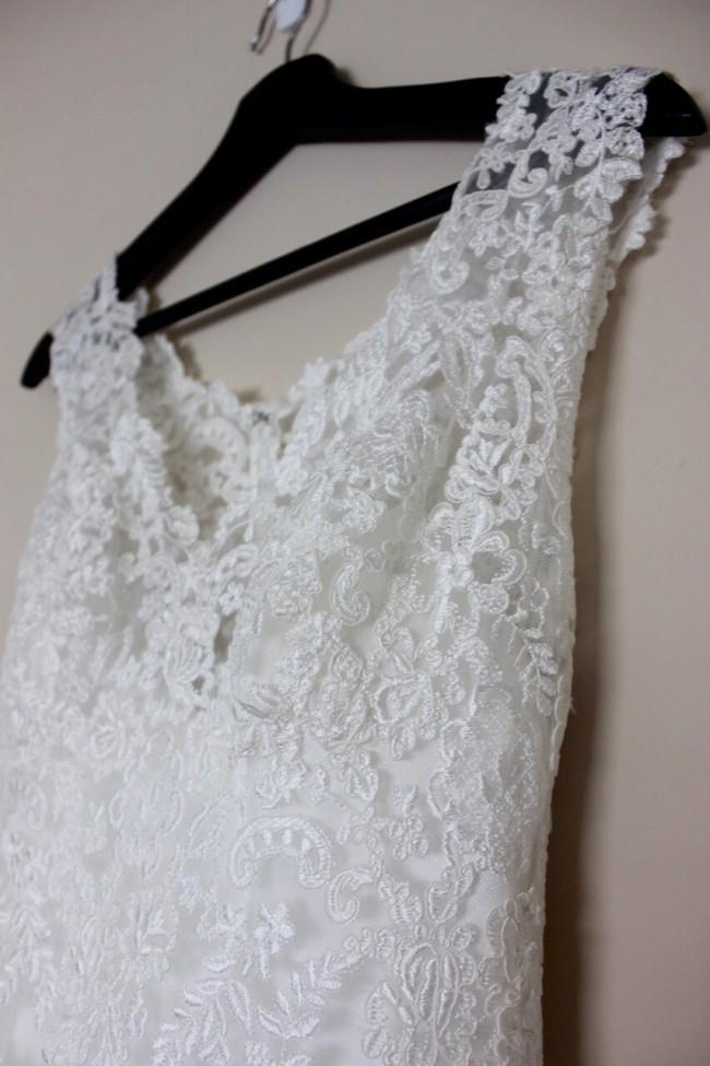 Simple Mermaid Lace Appliques Ivory Cap Sleeves Button Long V Neck Wedding Dresses SME856