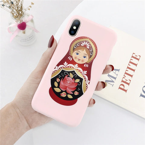 Coque Matriochka rose.