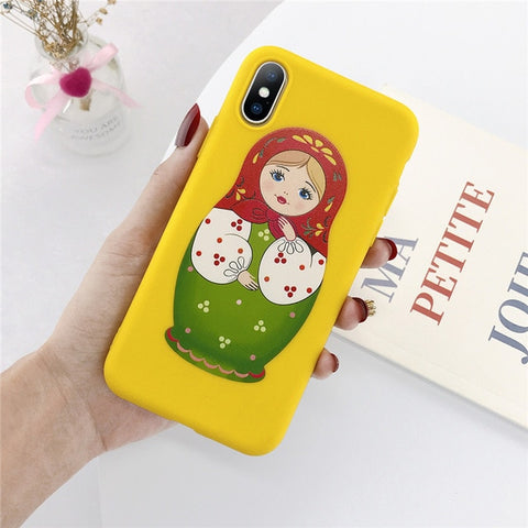 Coque Matriochka jaune.
