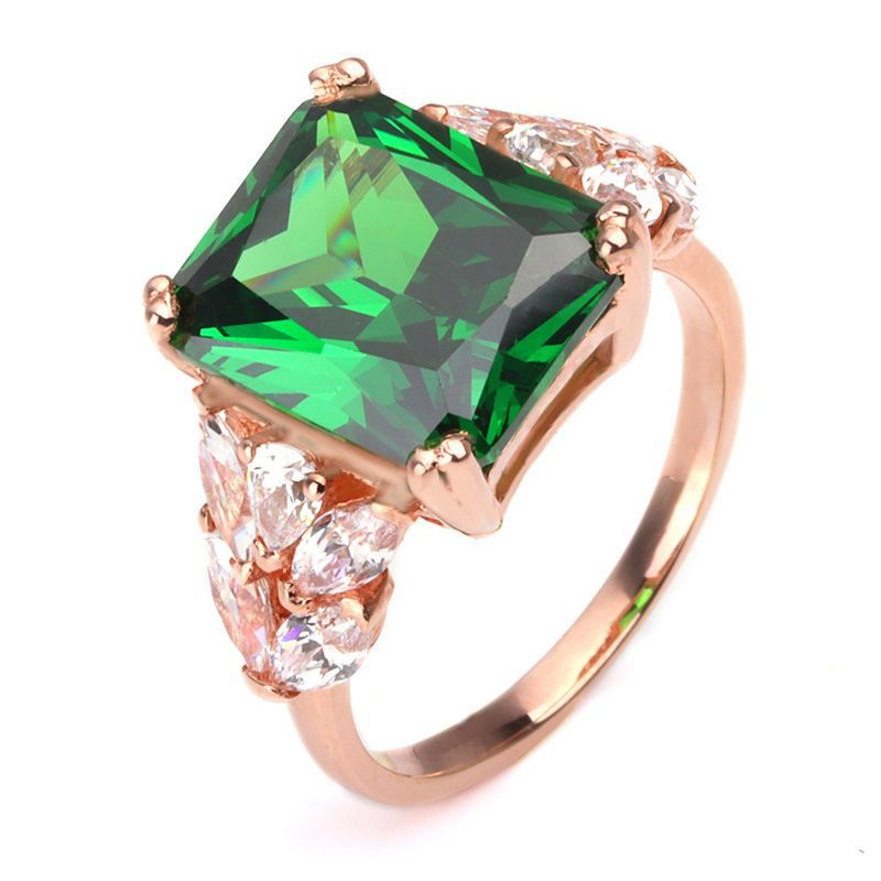 Luxury Emerald Brilliant-cut Grapevine Engagement Ring