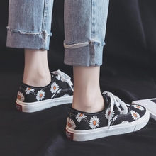Load image into Gallery viewer, Daisy Flowers Canvas Shoes