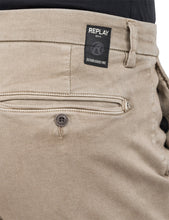 Laden Sie das Bild in den Galerie-Viewer, REPLAY  SLIM FIT CHINOHOSE ZEUMAR HYPERFLEX DENIM  sand