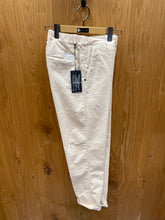 Laden Sie das Bild in den Galerie-Viewer, WHITE SAND  Babycord Pants   beige