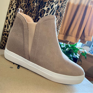 Side Stretch Wedge Sneaker in Taupe