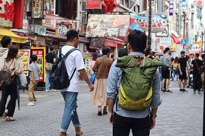 Osaka-based office worker by day, pack enthusiast all the time, Yoopack started collecting bags as a high school student