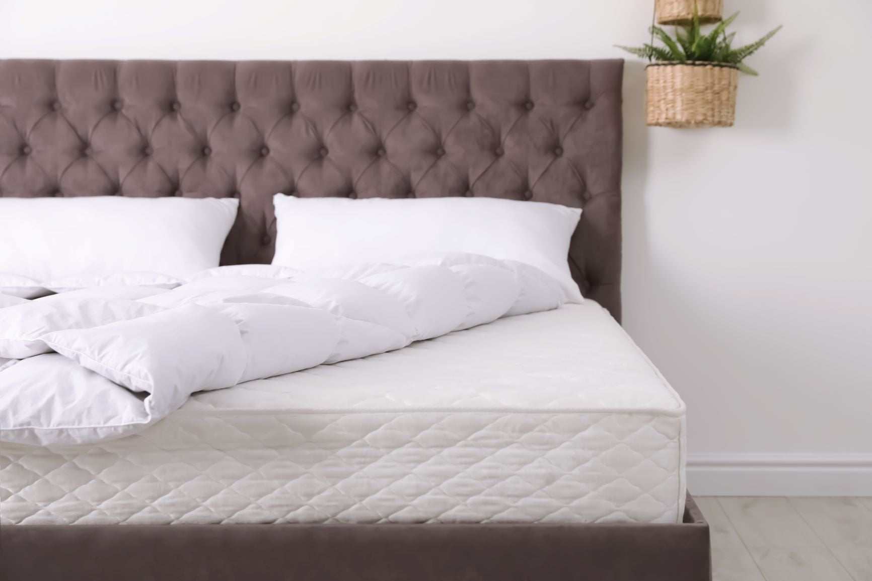 Clean mattress without sheets