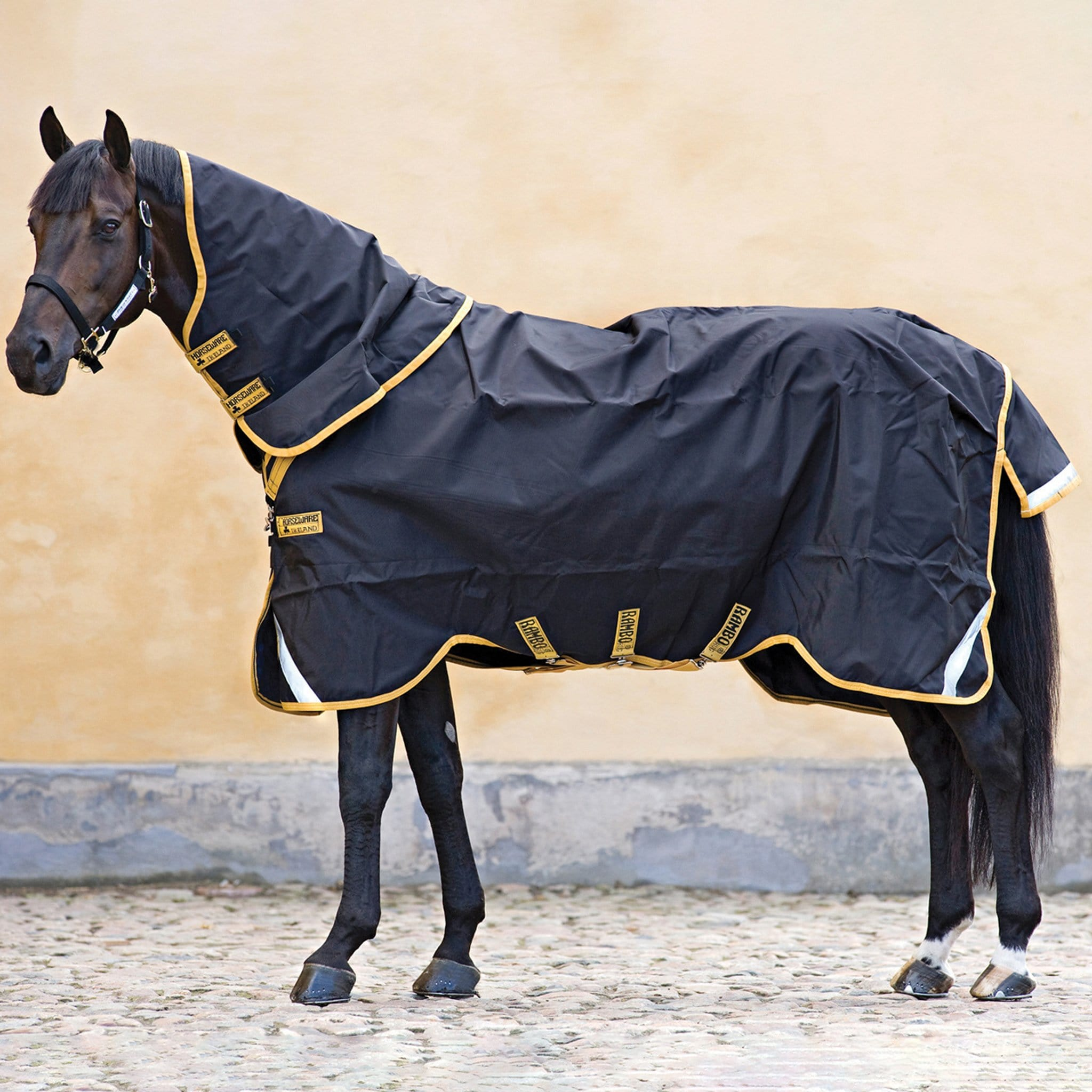 Rambo Supreme Lite 0g Turnout Rug and Neck Cover Black With Gold Trim AAAS91.