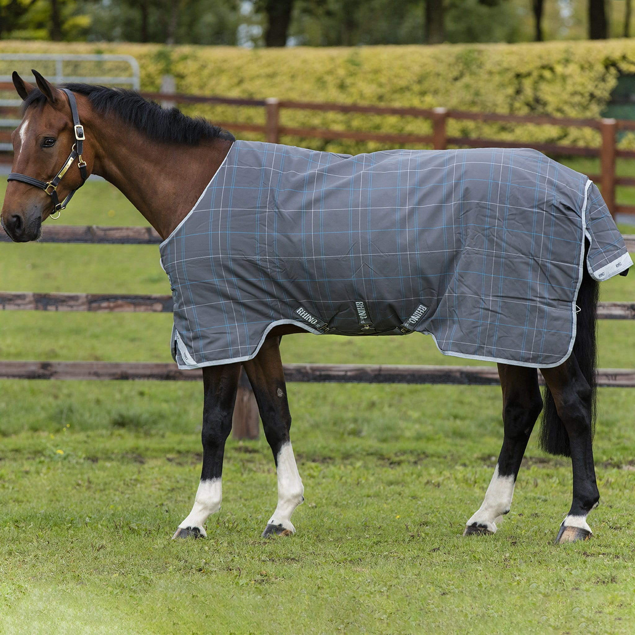 Rhino Original with Vari-Layer Heavyweight 450g Standard Neck Turnout Rug AABV84.
