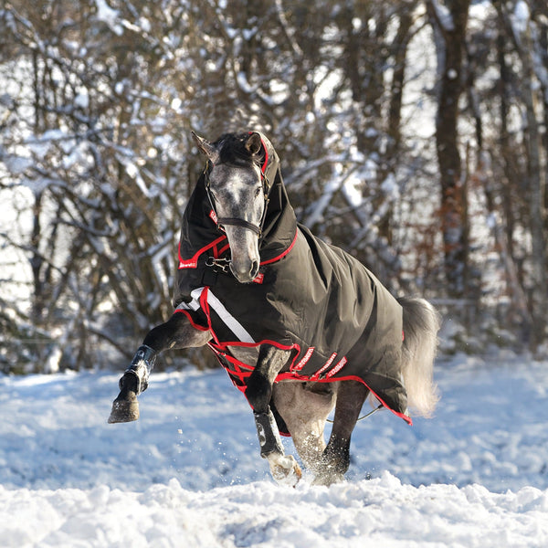 Horseware Rambo Supreme 450g Turnout Rug with Vari-Layer Horse Playing in the Snow AAAX33