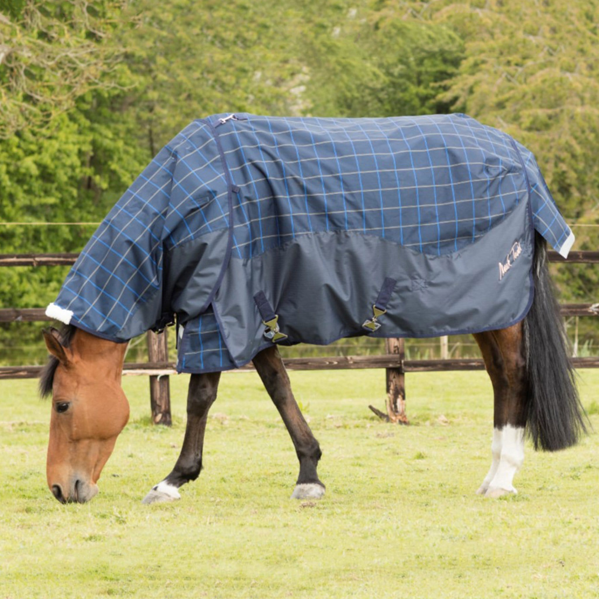 Mark Todd Lightweight 0g Standard Turnout Rug Plaid with Neck Cover TOD880565