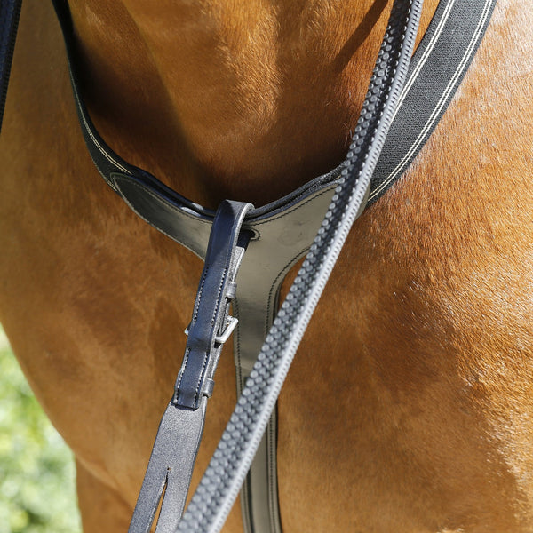 Mark Todd Performance Elastic Breastplate Black Close Up TOD893250