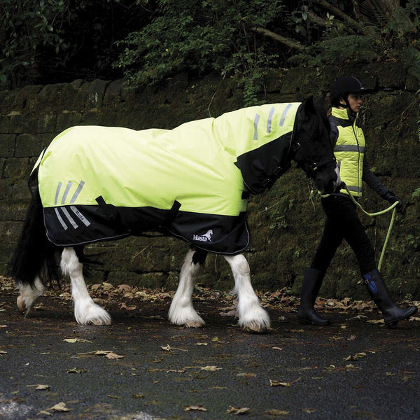 Masta Avante Hi Viz 200g Fixed Neck Turnout Rug On Road at Dusk MAS4605