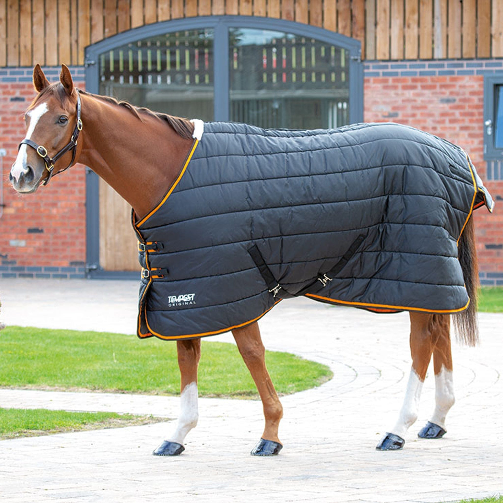 Shires Tempest Original Heavyweight 300g Standard Neck Stable Rug Black And Orange 9340.
