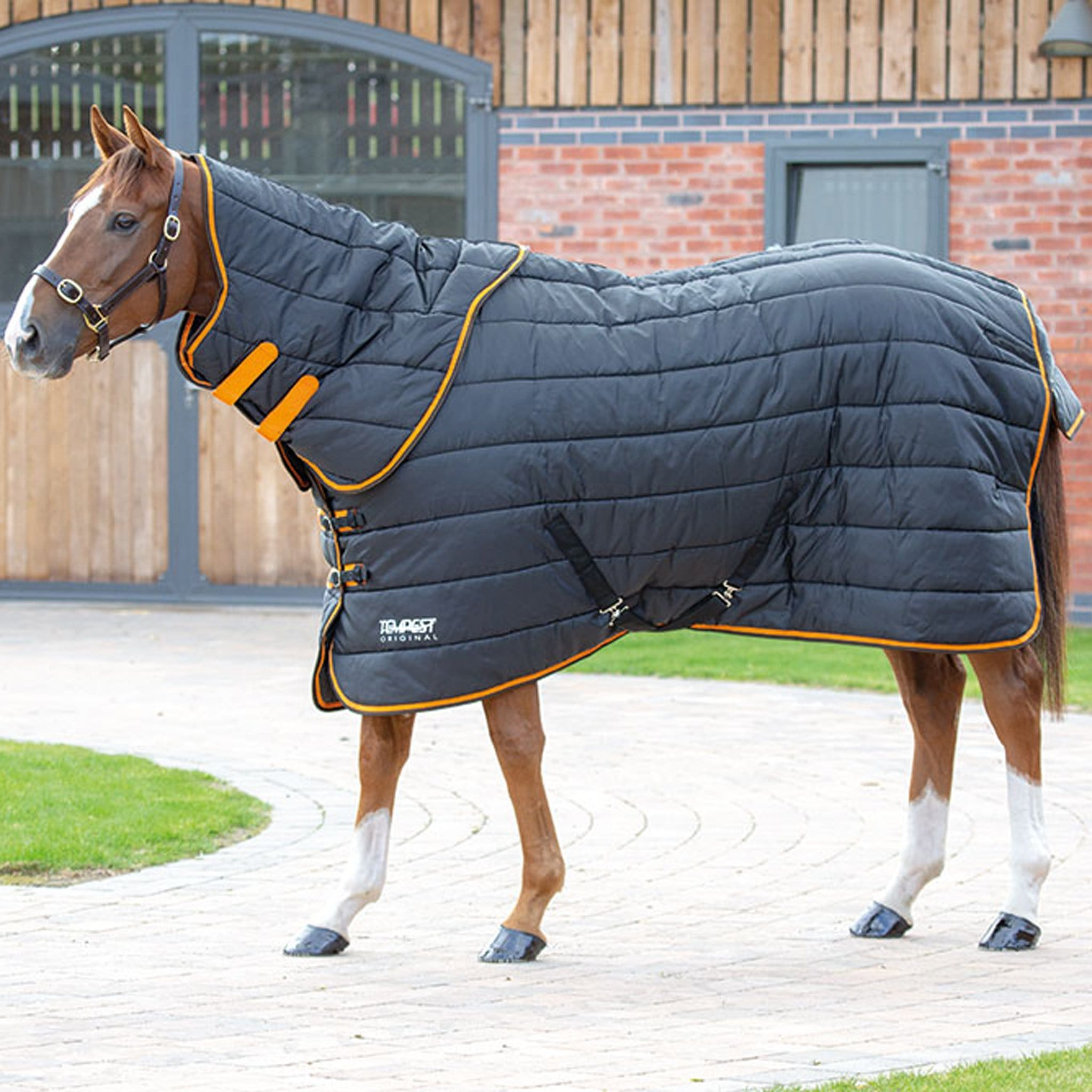 Shires Tempest Original Heavyweight 300g Stable Rug And Neck Set Black 9363.