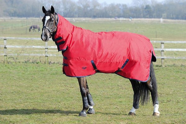 Weatherbeeta Genero 1200D Combo Lite Turnout Rug in Red and Navy Standing Horse 654197