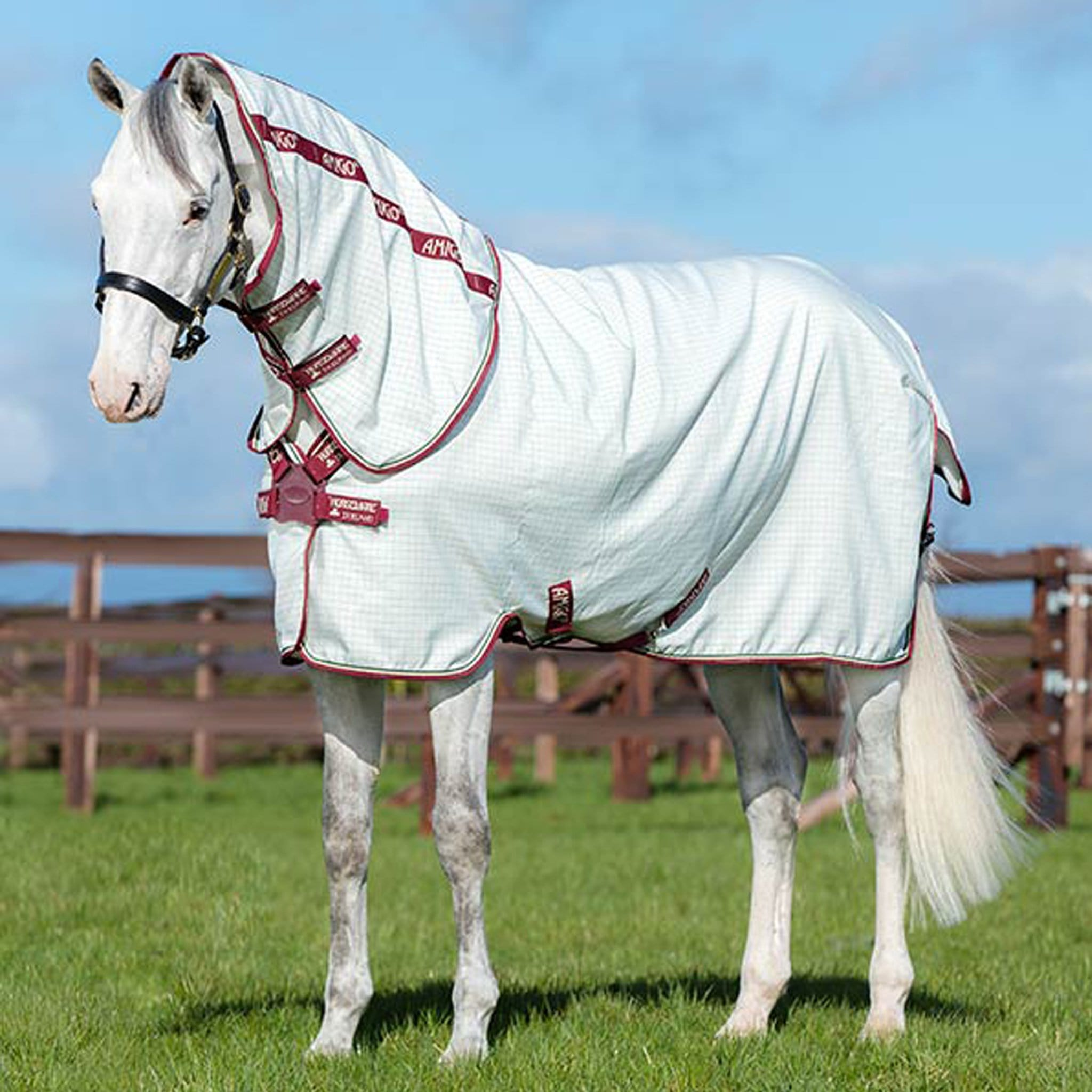 Amigo Aussie All Rounder Combo Fly Rug AFRP40 White and Burgundy