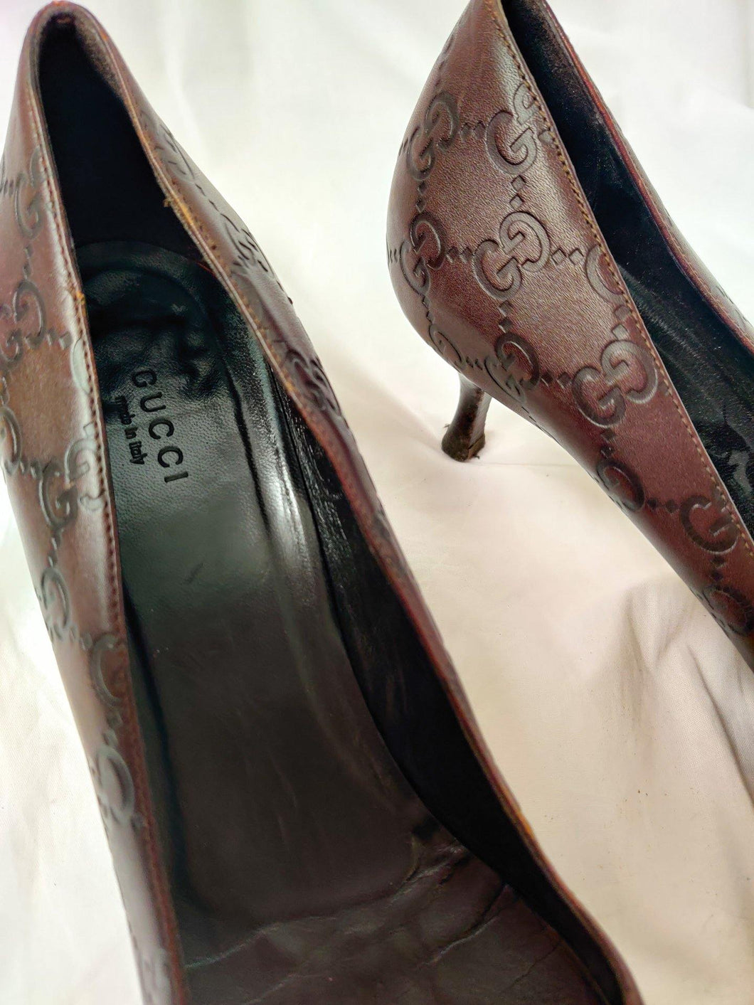 Vintage Gucci monogram leather heels in brown/maroon shade.