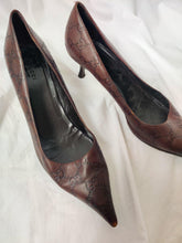 Load image into Gallery viewer, Vintage Gucci monogram leather heels in brown/maroon shade.