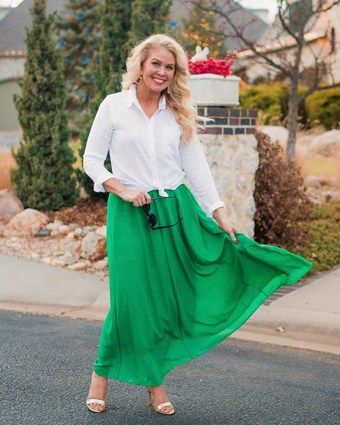 Are you a skirt person? Or do you live in your jeans and pants? Take a look at these summer skirt outfits below